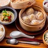 【Cセット】選べる小龍包と点心&カレーセット(サラダ・スープ・デザート付)