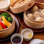 【Dセット】選べる小籠包&季節野菜のせいろ蒸し(ライス・サラダ・デザート付)