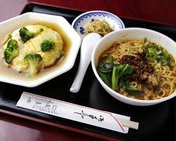 日替わり双味セット (写真は人気の天津飯と担担麺)