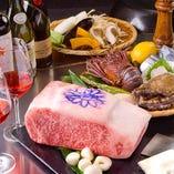 最上級の牛肉や魚介の素材そのものの味を引き出す鉄板焼。誕生日や記念日などのお客様にも喜んでいただいております。大切な人と、贅沢なお食事のひとときを