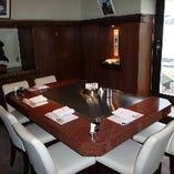 ひとつの鉄板を囲むお食事は、ご家族、接待などグループのお客様にご好評いただいております。
