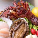 新鮮な魚介の鉄板焼も人気。 素材の旨味が引き出され、絶品