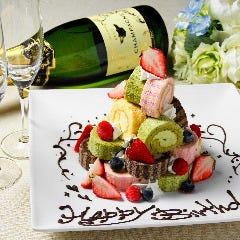 お誕生日会や、記念日のサプライズに♪ 『サプライズロールタワー ケーキ』プレゼント!!