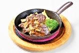 牛リブロースのステーキ
