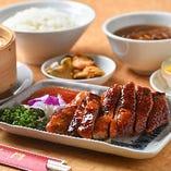 パリパリの皮とジューシーな肉が絶品の『香港風焼きアヒルセット』