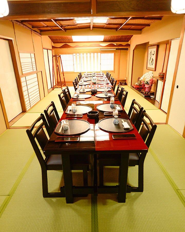 お座敷はテーブル席にて、2名から 25名様まで対応可能です!