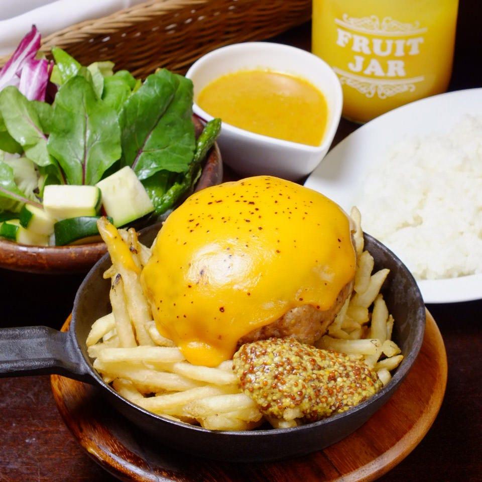 今日のランチもガッツリ食べる ~宮崎県まるみ豚のハンバーグ~
