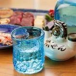 琉球グラスで泡盛を楽しんで