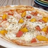 マンゴーとマスカルポーネと海老のスィートチリトマトピザ