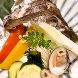 魚も野菜も楽しめる人気の『鮮魚と旬の野菜で骨蒸し』が旨い♪