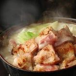 九州自慢の鍋が盛りだくさん!もつ鍋、水炊き、しゃぶしゃぶ♪
