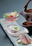 日本酒に合う珍味三種盛りです。内容は変更になる場合がございますのでスタッフまでお尋ねください。