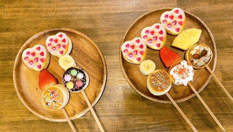 ひと口サイズの串パンケーキはパクパク食べられちゃいます♪