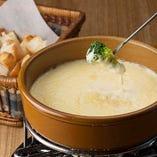 今も昔も大人気チーズフォンデュ ¥1480