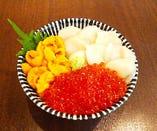 ランチ限定『一度に三度美味しい』お得な海鮮三色丼!