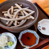 「変わり蕎麦」は、5種の塩や山椒醤油でお召し上がりください