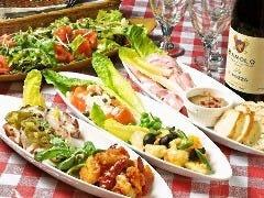 全てのコースの飲み放題付きコースの前菜は生ハムやサーモンマリネなどお店の大人気前菜メニューです!