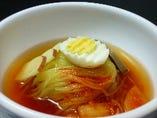 辛い冷麺《盛岡冷麺》モチモチ麺の食感をお楽しみください