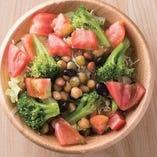 暖龍ならではの中華風仕立て 「体・喜ぶグリーンサラダ」