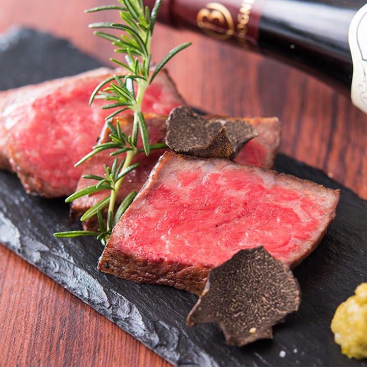 肉本来の旨みが魅力的な厳選されたA4・A5のみ使用の黒毛和牛も