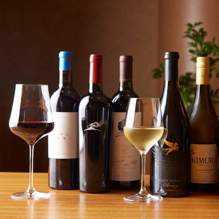 ヨーロッパ産を中心に、現地へ足を運び厳選したワイン約30種以上