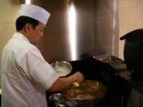 カウンターで少しづつ「揚げたて」の天ぷらをどうぞ!
