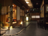 暖簾をくぐると落ち着いた京の風情がお出迎え