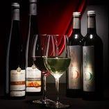 ワインやカクテル、ウィスキーなどアルコールが品数豊富。