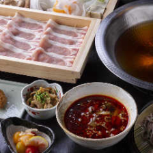 国産豚のしゃぶしゃぶ(和風醤油出汁・シビ辛麻辣スープ・豚骨スープ) ※二名様より