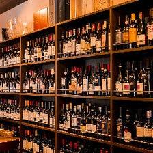 約700種類のワインがずらりと並ぶ