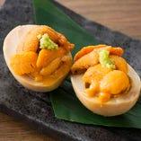 自家製の煮卵に北海道産の雲丹のハーモニー『うに ON THE 煮卵』
