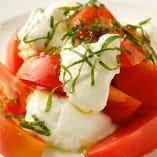 トマトと水牛モッツァレラチーズのサラダ カプレーゼ
