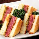 焼肉以外にも美味しい牛肉メニューがございます。