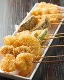 サクサクと絶妙な揚げ具合の串揚げは野菜との相性もバッチリ