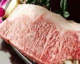 お肉の脂が綺麗に入った【リブロースステーキ】おススメです!
