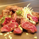 肉汁の旨味を存分に楽しめるブツ切りでご提供!!