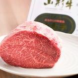 山形牛など厳選したお肉も、手軽に炭火焼きなどで堪能頂けます。