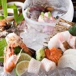 季節に応じた旬魚を豪勢に1枚1枚盛り付け致します。