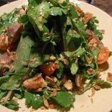 パクチーと春菊、砂肝のサラダ パクチードレッシング