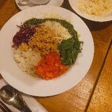お肉、お魚料理が入った豪華前菜盛り合わせから始まるオリジナルcomichi麺のコース!『ランチ限定コース』