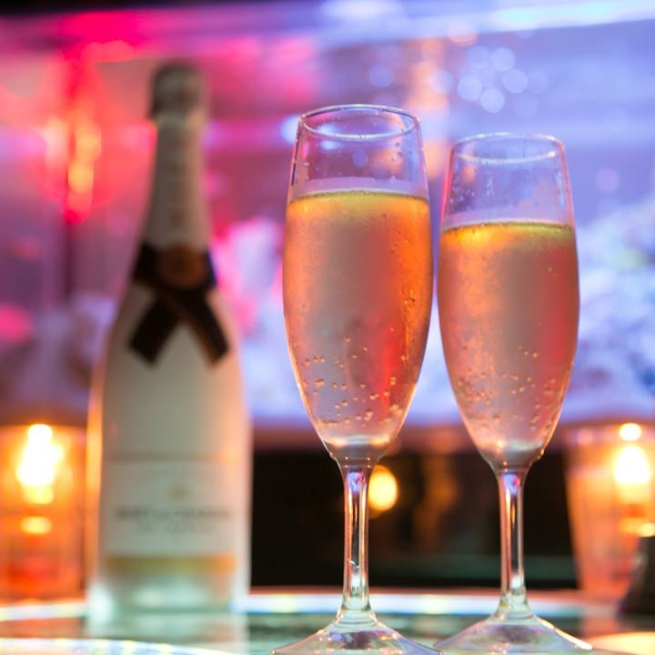 シャンパン&メッセージ付ケーキで大切な方をお祝い☆