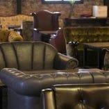 ゆったりと腰を落ち着けてくつろげるソファー席は、ディナータイムはもちろんカフェ利用にもぴったり♪