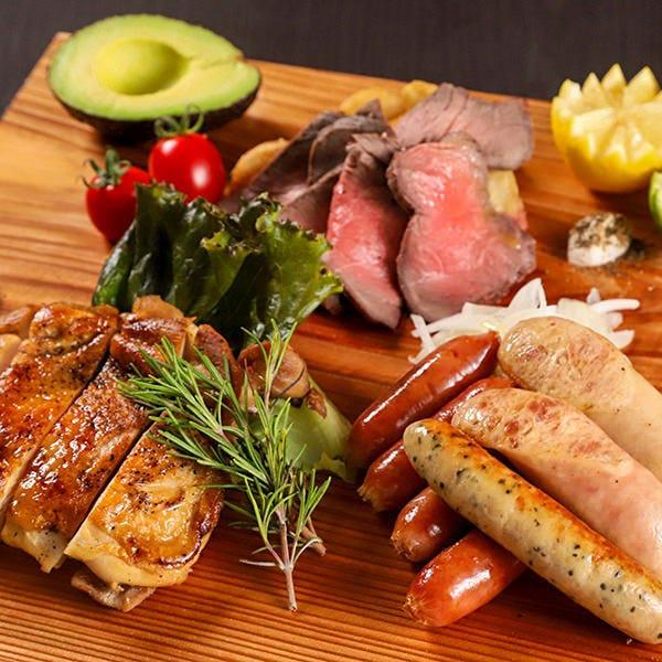 肉バルならではの肉料理が食べ放題!