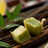 生麩など和の味覚をふんだんに取り入れた天ぷらをどうぞ。
