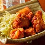 甲州健味鶏もも肉のからあげは旨味がジュワっと溢れる人気の逸品