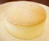 焼きたてぷるぷるスフレチーズケーキ
