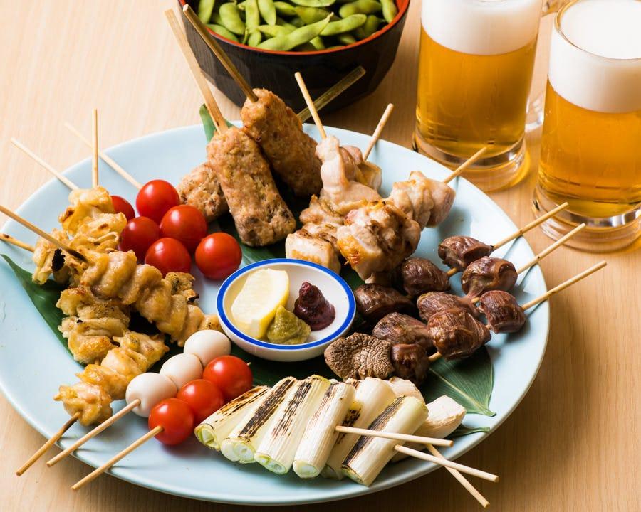新鮮な宮崎産とりもも肉の串焼き