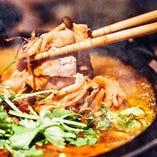 今年の鍋は『シェントウジャン鍋』お鍋を囲んで熱燗で暖まろう◎