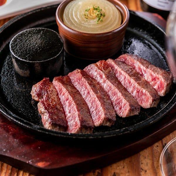 一番人気の赤身ステーキは噛むほどに肉の旨味を感じられます