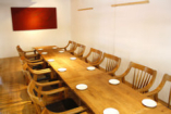 パ-ティーに最適なテーブル席。13~18名様なら貸切も可(要相談)